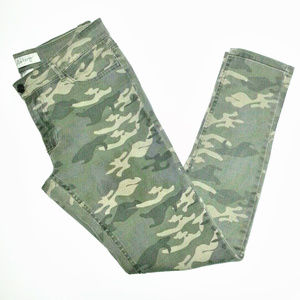 Pants - CAMO GREEN SKINNY ANKLE CROP COTTON PANTS SIZE 7
